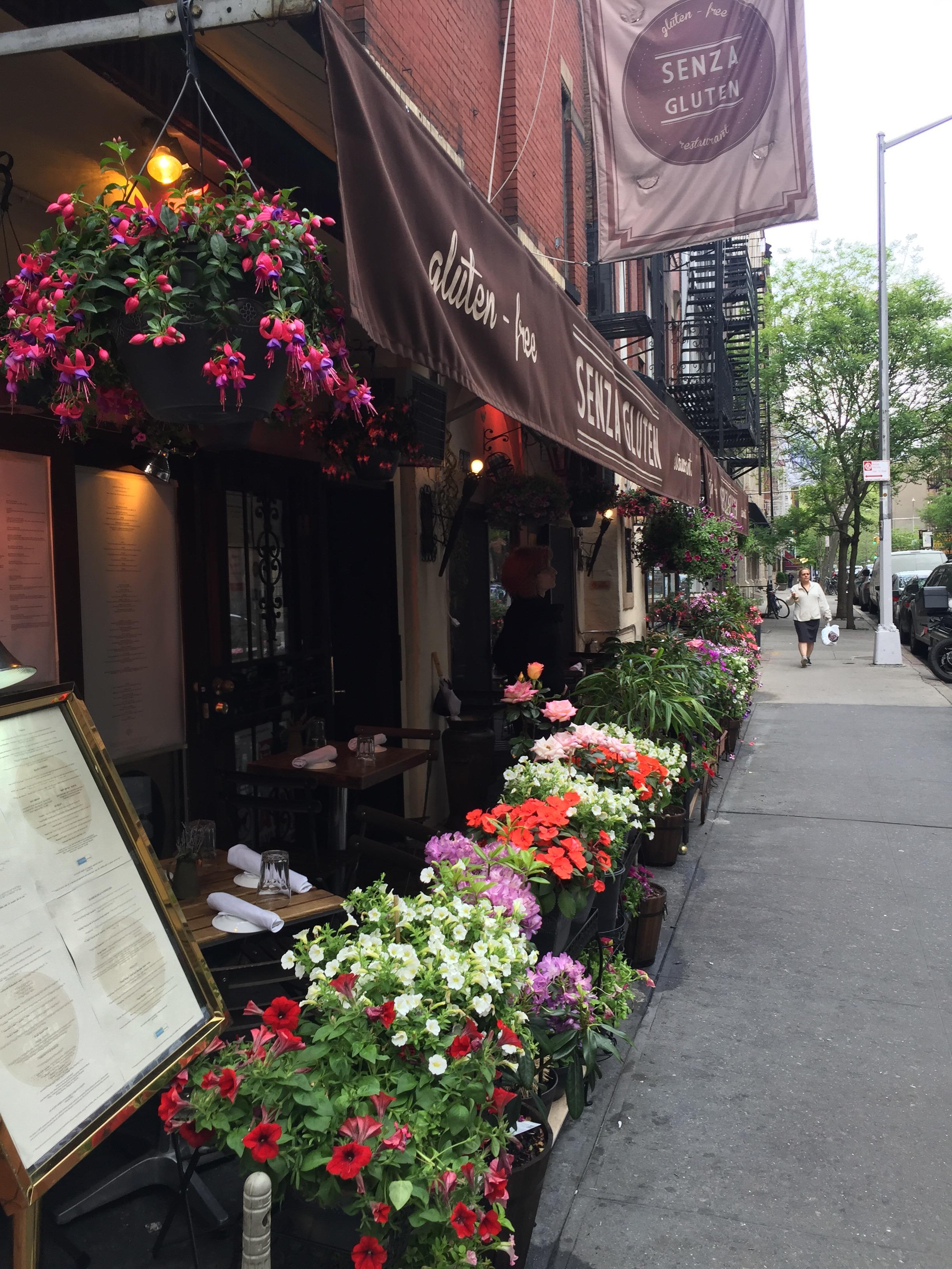 Det är inte lätt att äta glutenfritt i New York, men det går! På en av de lugnare gatorna i SoHo ligger Senza Gluten, en restaurang där allt på menyn är glutenfritt. Brödet som anländer i br...