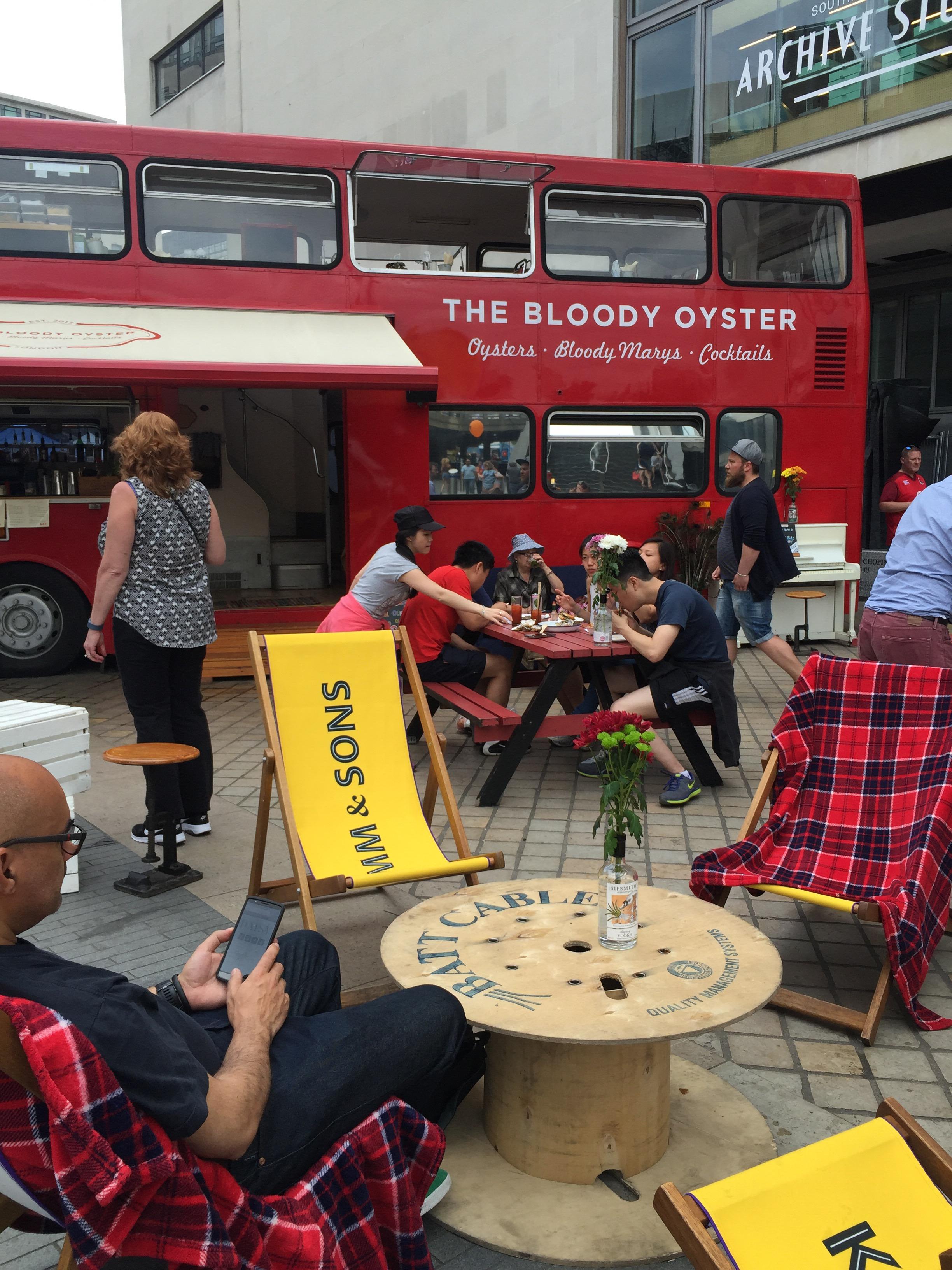 Tror du att Moët & Chandons champagnetruck är den bästa foodtrucken som finns? Fel, fel, fel! I London finns nämligen The Bloody Oyster, med underrubriken *Oysters*Bloody Marys*Cocktails*, en...