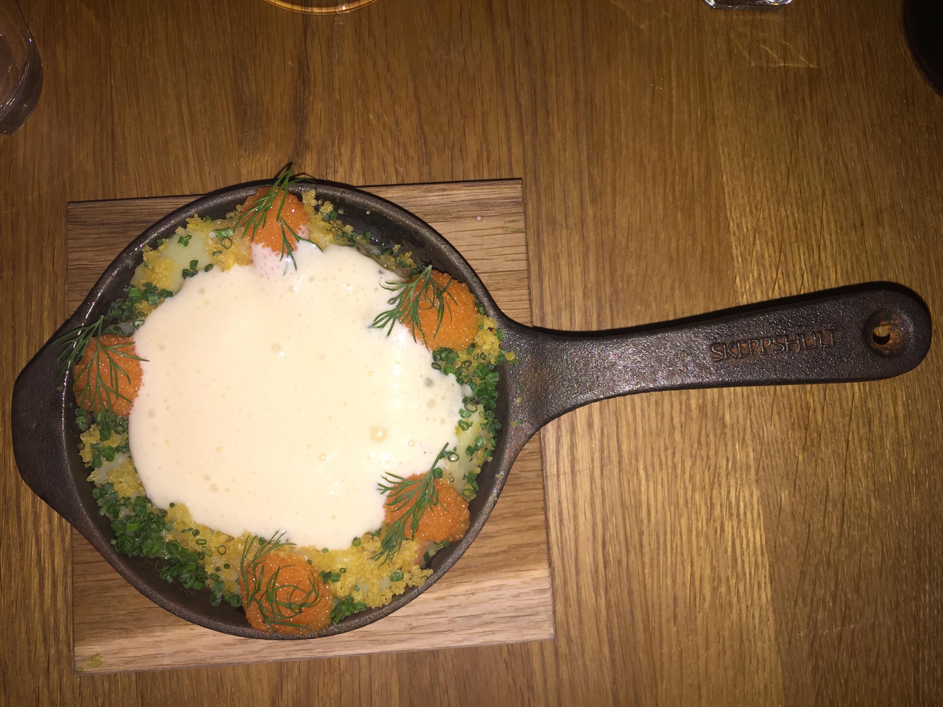 """Mina matkunniga vänner har tipsat om Portal, en restaurang som drivs av Årets kock 2012 Klas Lindberg och serverar """"medveten enkelhet med mycket hjärta och matglädje""""… som alla andra..."""